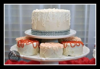 Mini Wedding Cakes With Bling