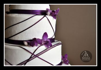 Simple Purple Flower Wedding Cake
